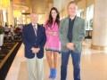 Othniuska Cedeño rodeada de Arnaldo Limansky y Hugo Devana en el Century Plaza Hotel de Los Ángeles