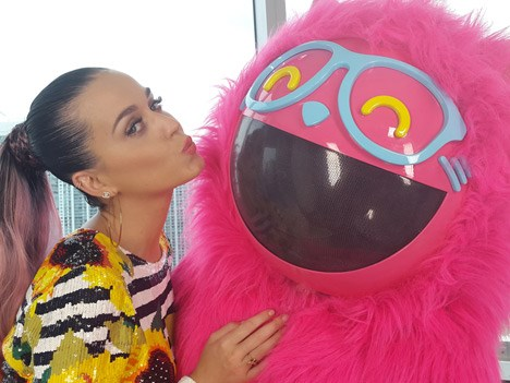 Katy Perry junto al gato Miaw de MTV