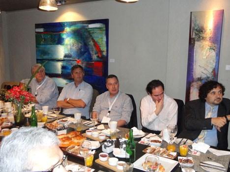 Operadores, clientes de DataFactory, participaron del desayuno-presentación del nuevo Data Filler