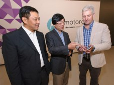 Lenovo finalizó compra de Motorola Mobility Liu Jun, Yang Yuanqing y Rick Osterloh