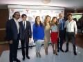 Marcos Santana, presidente de Telemundo Internacional, con Carmen Gloria López, directora ejecutiva de TVN Chile, y Luis Silberwasser, presidente de T