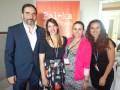 Manuel Martí, director de desarrollo y producción internacional, y Jimena Hernández, gerente de contenido internacional (bordes) con Luciana Egurrola,