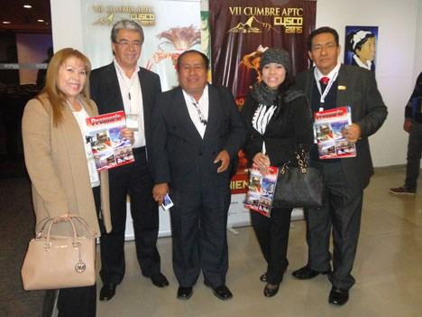 Rosa, Giselle y Edgar Carrasco, de Scientific Satellite, junto al ingeniero Tomás Delgado e Isidoro Alvis Davila (centro), gerente general de TVA x Ca