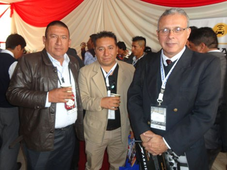Daniel González Guevara, de Omnisat, Wimer Tume, de Telecable Smart, y Lorenzo Orrego Luna, director de control y supervisión de comunicaciones del MTC de Perú