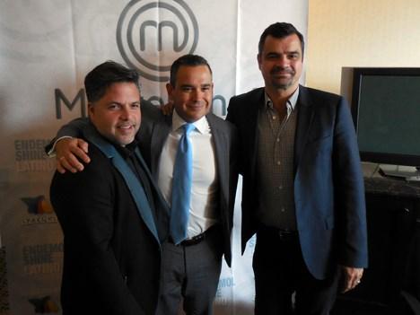 Ricardo Coeto, director de producción, y Rodrigo Fernández, director general de canales de Azteca, con Daniel Rodriguez, de Endemol Shine Group