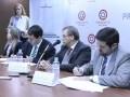 Fabrizio Caligaris, ministro de la Sicom, junto a directivos de Claro firman el acuerdo para Paraguay TV