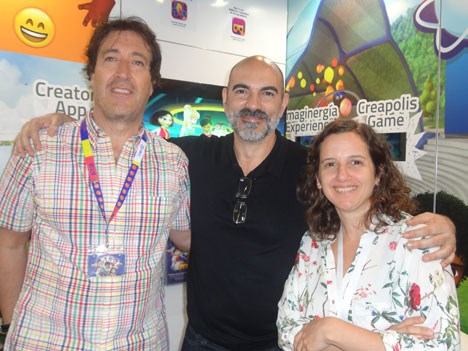 Pablo Aristizábal, CEO de A365 Studios, junto a German Groba, programming director, y Agustina Dompe, acquisitions manager de Disney Channels Latin America en el stand de Los Creadores en MIPCOM 2015