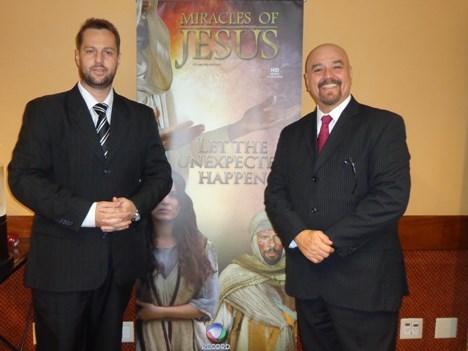 Edson Mendes, manager de ventas internacionales, y Delmar Andrade, director de ventas internacionales de Record