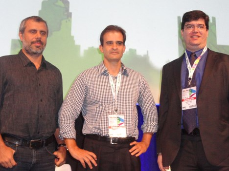 Erick Bretas, de Globo; Fernando Magaihaes, de Net Now, y Rodrigo Prado, de Arris