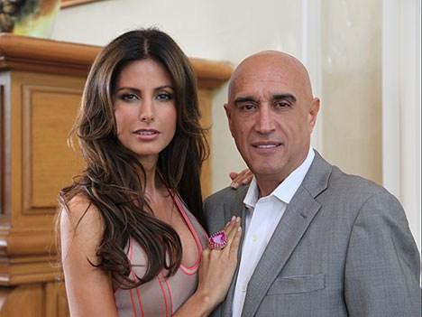 Pedro Torres junto a la modelo mexicana Elsa Benítez, conductora de Mexico´s Next Top Model