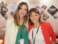 Ana Estévez, ventas internacionales, y Vanessa Palacios, content manager del Grupo Secuoya en su stand en NATPE Miami