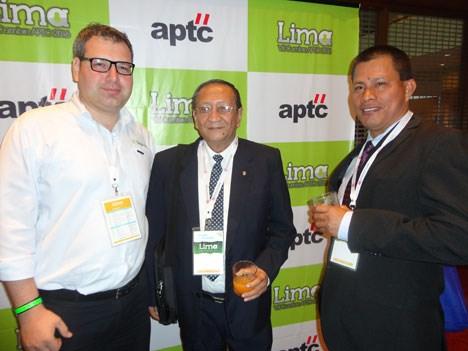 Alexis Benavente, de Digicorp, con Carlos Angulo y Andrade y Juan Isuiza, de Cable Visión