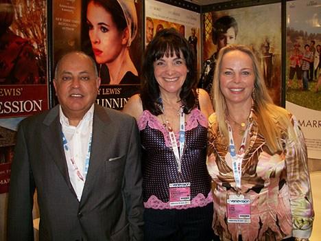 George Shamieh y Chevonne O'Shaughness, CEO y presidente de ACI, y Cindy Bond, presidente Mission Pictures International
