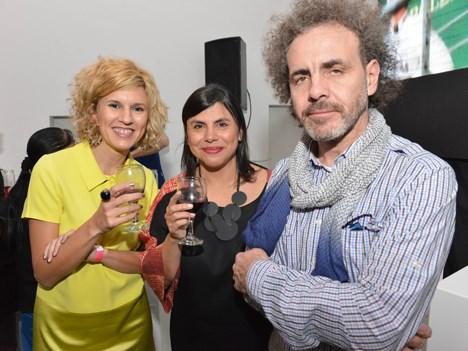 Marcelo Fernández, director artístico de Dos Pandas, y su esposa Aldana junto a Silvina Chaine, productora ejecutiva de Oficina Burman