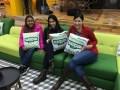 Lourdes Garcia de Guerra, gerente de Postventa de TVN Panamá, Michelle Wasserman y María Eugenia Muci, en las instalaciones de Big Brother, en Argentina