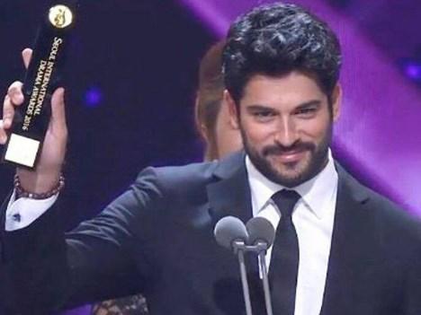 Burak Özçivit, protagonista de Endelss Love en los Seoul Drama Awards 2016