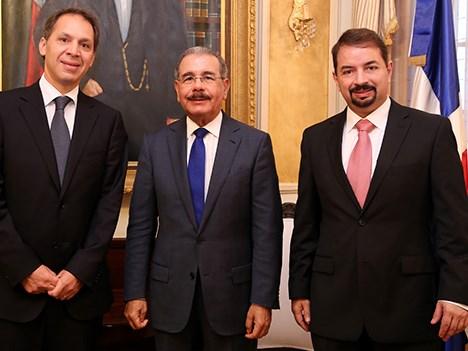 América Móvil con el presidente de Dominicana
