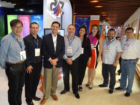 Andina Link Carta 17 D2 Delegación de ATIM de México y FATM de América Central en el stand de AZ TV de Paga de México en Andina Link