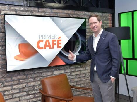 Benjamín Salinas, CEO de TV Azteca, presente en el inicio de transmisiones de adn40, en el programa Primer Café