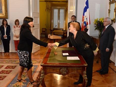 Paola Parra asumió como Ministra frente a la presidenta Michelle Bachelet