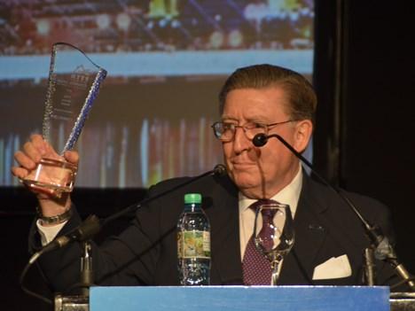 Premio a la trayectoria a Gilberto Guitarte, de CommScope