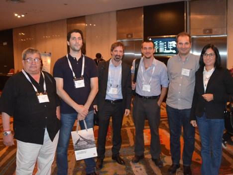 Héctor Núñez y Fernando Graves, de Telecom Argentina, con Agustín Rodríguez Varela, de Mediatel, Ignacio Fernández y Julio Lorenzo, también de Telecom