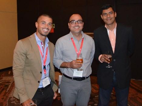 Dagoberto Lara, gerente de ingeniería de redes de voz y transmisión de Cable Onda Panamá, junto a su equipo