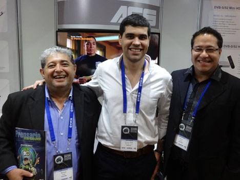 APTC 17 D2 Rolando Ojeda, Jorge Saldivar y Ariel Bordón en el stand de Gospell