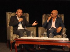Leandro Lagos, gerente general de Tigo para Bolivia, y Mario Bossolasco, de Grupo Isos, en Bolivia Media Show
