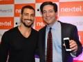 Nextel Brasil Steve Shindler, CEO de NII Holding, junto al actor brasileño Caua Reymond durante una presentación de Nextel hace unos años en Brasil