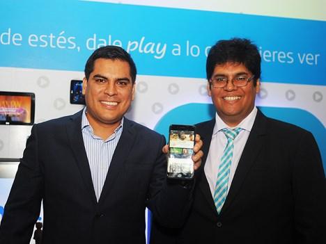 Luis Acuña, director de Marketing Residencial de Movistar Perú, y Christian Navarro, jefe de Comunicación Corporativa de Telefónica del Perú, en el la