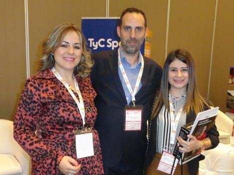 Juan Manuel Betancor, de TyC Sports, junto a Susana Ledesma y María José Núñez de Caacupé Cable Visión