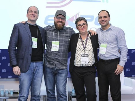 Realidad Virtual: Marcos Alves, Ricardo Laganaro, Daniela Souza y Renato Citrini