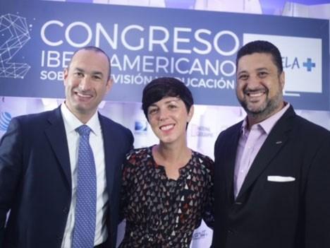 Erick H. Loeb y Anne Wintroub. ambos de AT&T, y Sandro Mesquita DirecTV Latin America