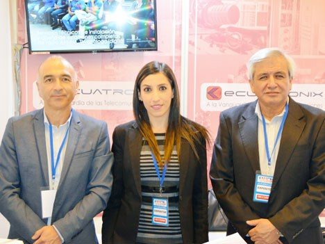 Freddy Duque, Natalie Fortunuy y Vicente Cazco, de Ecuatronix