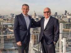 Robert A. Iger y Rupert Murdoch