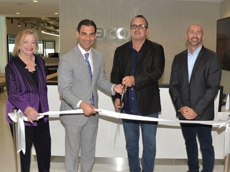 Alyce Robertson, Francis Suarez, Pierluigi Gazzolo y Juan 'JC' Acosta en el corte de cinta de las nuevas oficinas