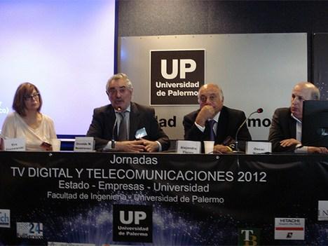 Panel sobre TV digital pública: Eva Piwowarski, Osvaldo Nemirovsci y Oscar Nunzio